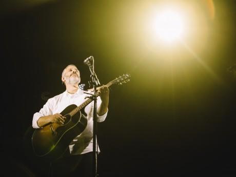 אביתר בנאי במופע סולו חדש 'עד האהבה'